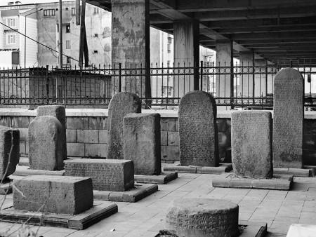 kutsallgin-evrimi-tas-ve-beton_eski-muze-ve-avm